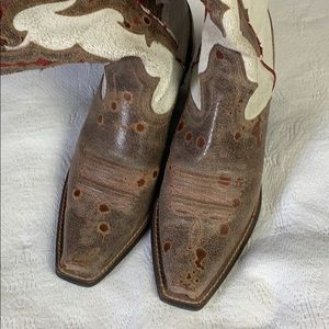 Cowgirl boots byARIAT